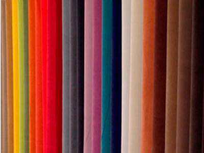 多种颜色的面料,纯色或印花织物……满足所有喜好
